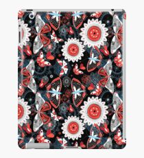 Seamless summer pattern with butterflies and flowers iPad Case/Skin