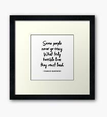 Charles Bukowski - Manche Leute gehen nie verrückt. Was wirklich schreckliche Leben führt, müssen sie führen Gerahmtes Wandbild