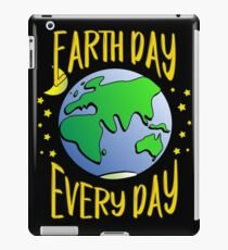 Don't Be Trashy, Save The Earth,  Help End Plastic Pollution. #earthday iPad Case/Skin