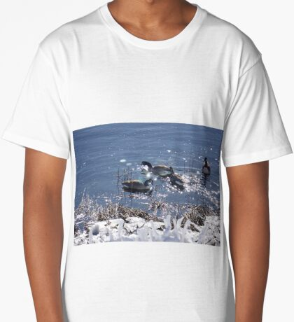 "Winter geese with a ""sparkle"" ! Long T-Shirt"