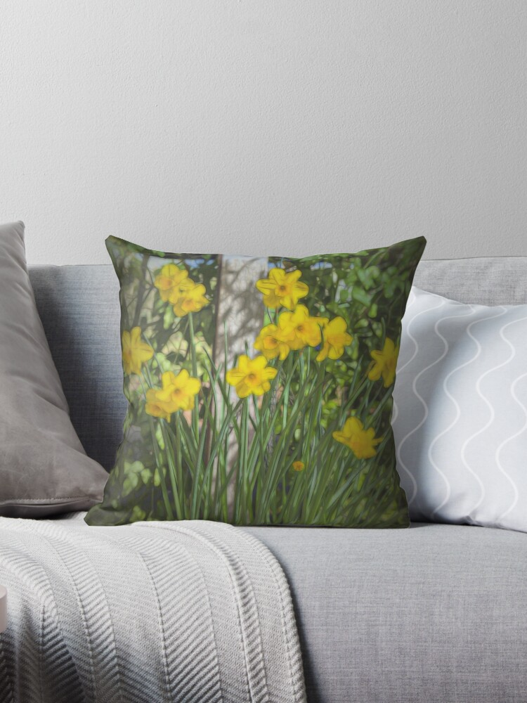 Daffodil Glow #2 by Elaine Teague