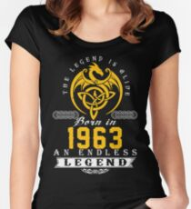 Camiseta entallada de cuello redondo The Legend Is Alive - Nacido en 1963