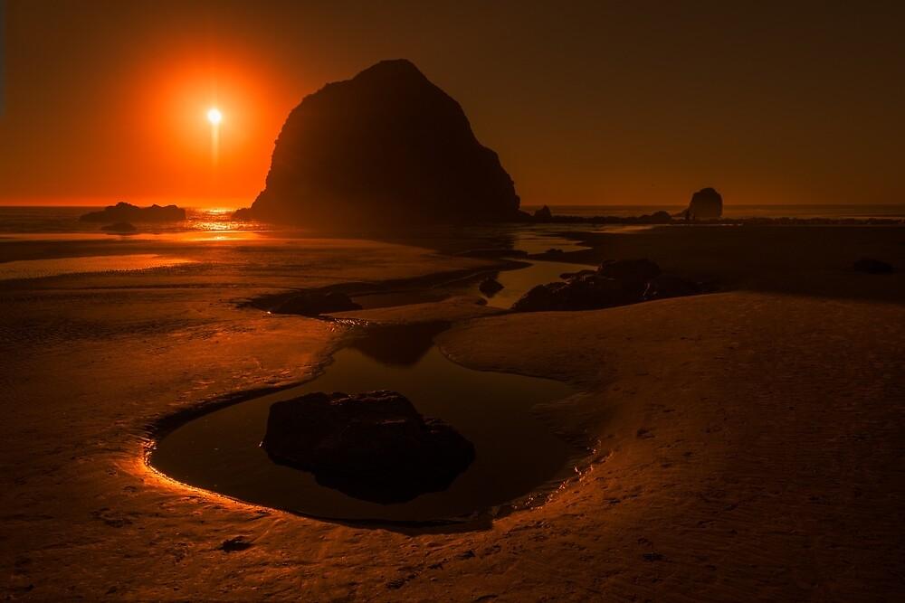 Haystack Rock, Oregon by mattmacpherson