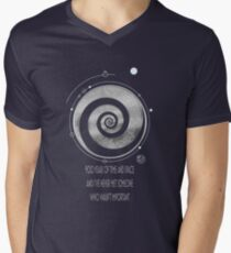900 years of time and space and I've never met someone who wasn't important Men's V-Neck T-Shirt
