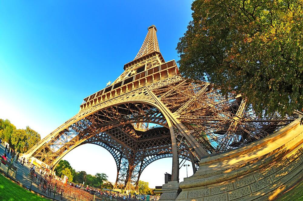 Eiffeltower's right leg by Dominic Kamp