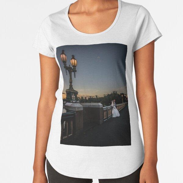 Young Married Couple on Princes Bridge, Melbourne  Premium Scoop T-Shirt