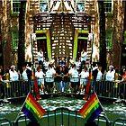 «Getting ready for Gay Pride March» de Ellen Turner