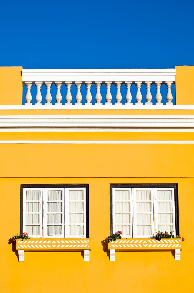Yellow house by mrfotos