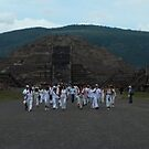 Mas de Teotihuacan by johnny hancen
