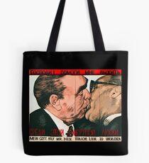 Brüderlicher Kuss Tote Bag