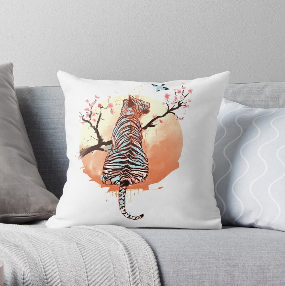 Tigre en el árbol de sakura Cojín