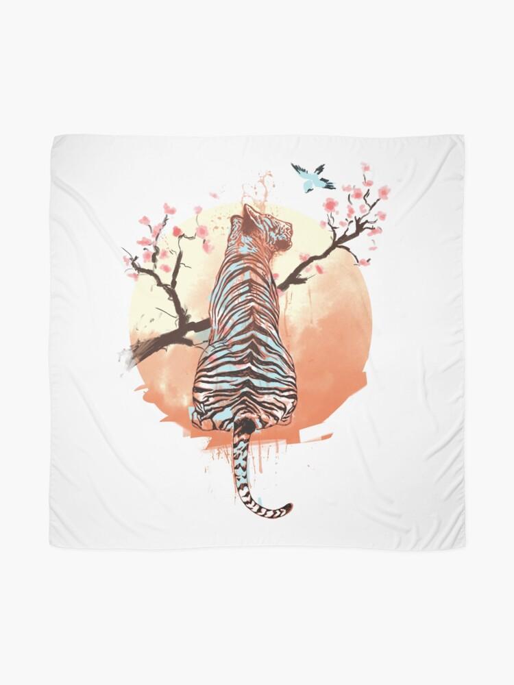 Vista alternativa de Pañuelo Tigre en el árbol de sakura