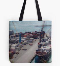 Frachtschiff im Hafen Tasche