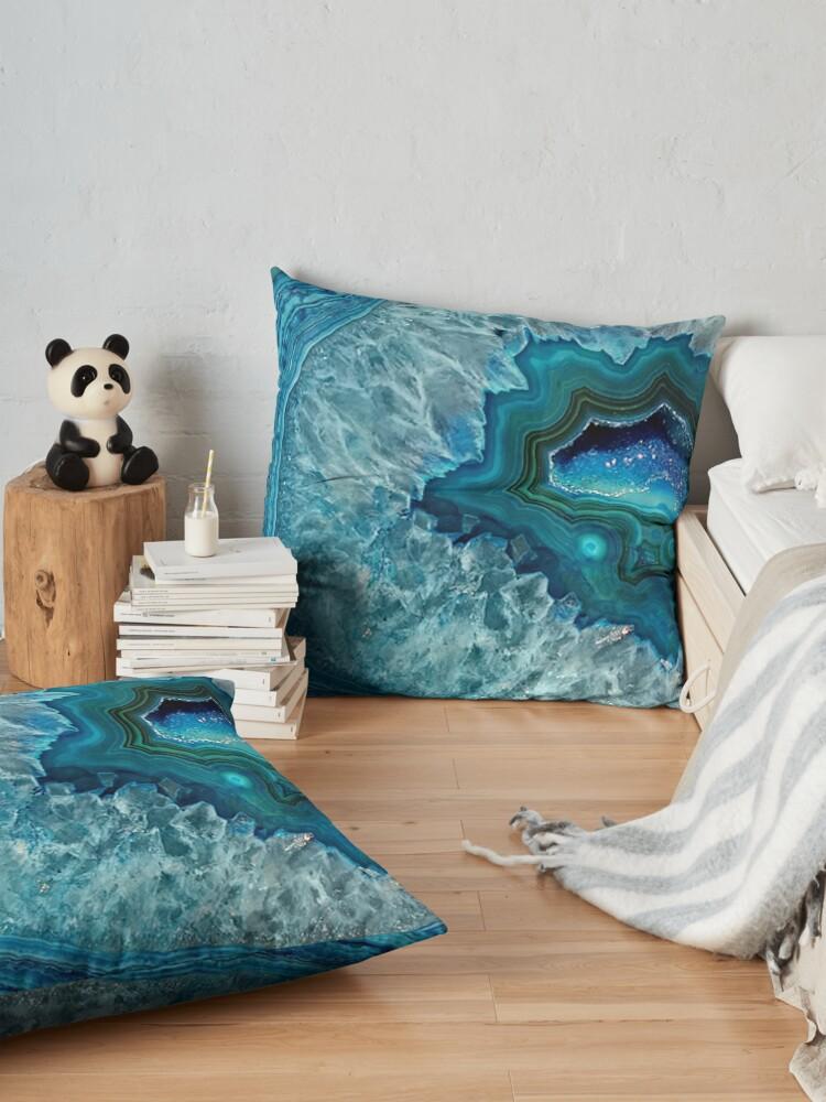 Alternative Ansicht von Aquamarines Aqua-Türkis-Blau-Felsen-Achat-Mineralkristall-Muster Bodenkissen