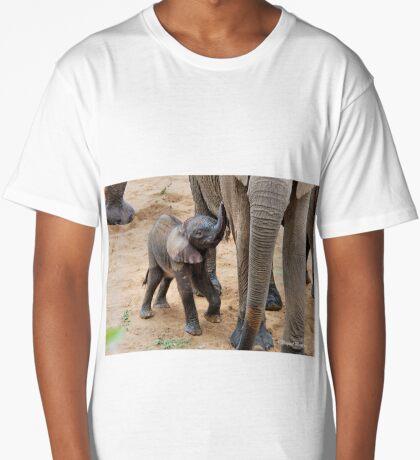 I AM HUNGRY - BABY ELEPHANT -  THE AFRICAN ELEPHANT – Loxodonta Africana Long T-Shirt