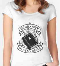 Camiseta entallada de cuello redondo Burn Your Black Books