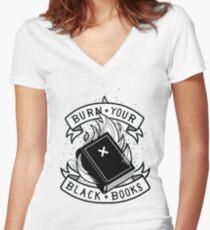 Camiseta entallada de cuello en V Burn Your Black Books