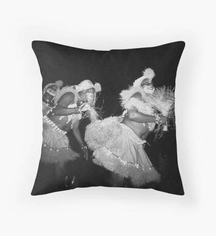 Train of happiness Throw Pillow