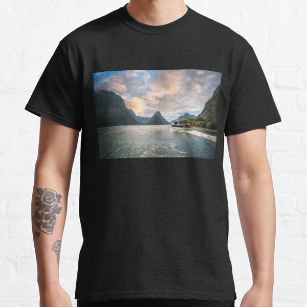 A Cruise going into Sunset at Milford Sound Classic T-Shirt