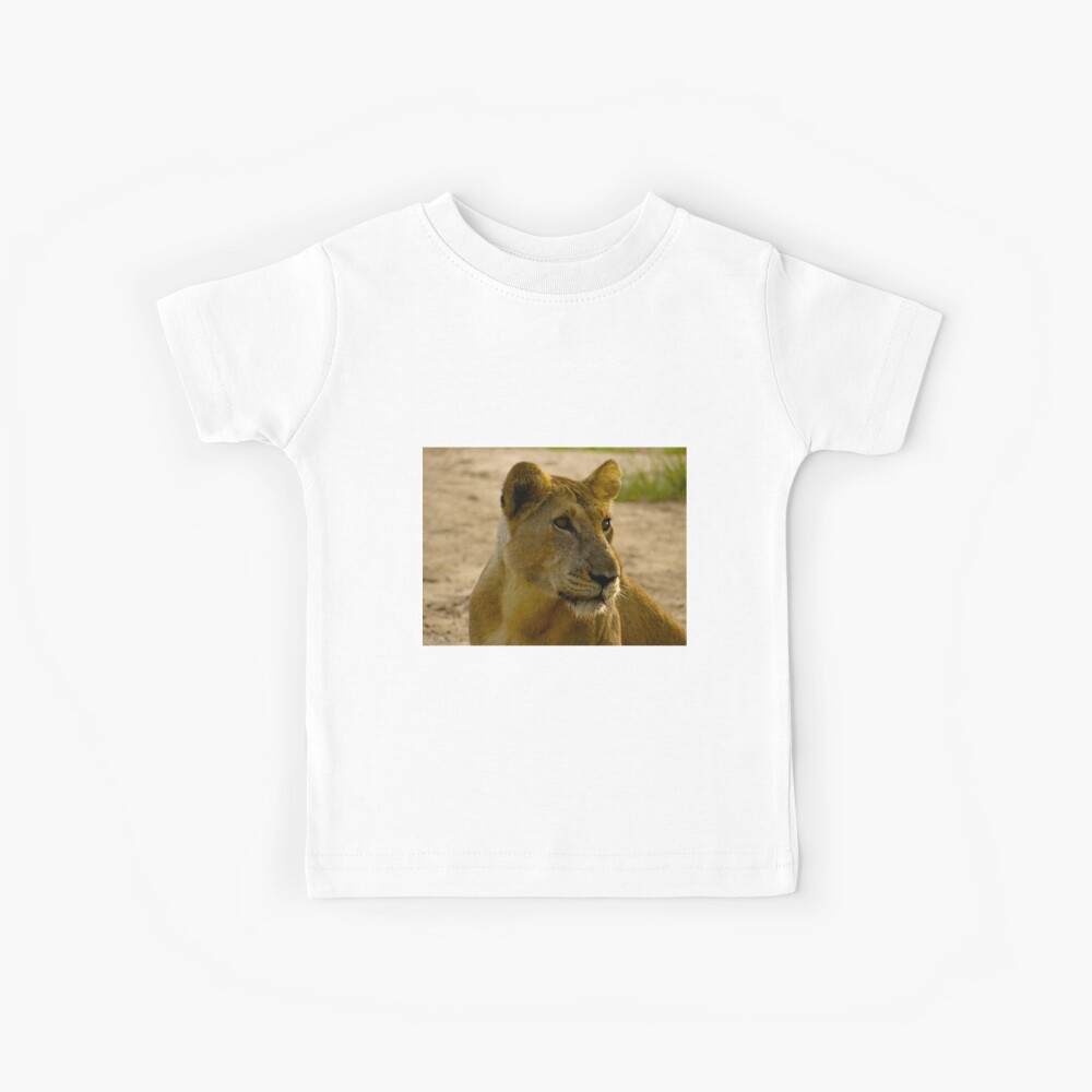 pregnant lioness relaxed Kids T-Shirt