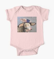 PRINCESS TATUS / ELEGANT CAT WITH DIVA HAT AND PINK ROSES  One Piece - Short Sleeve