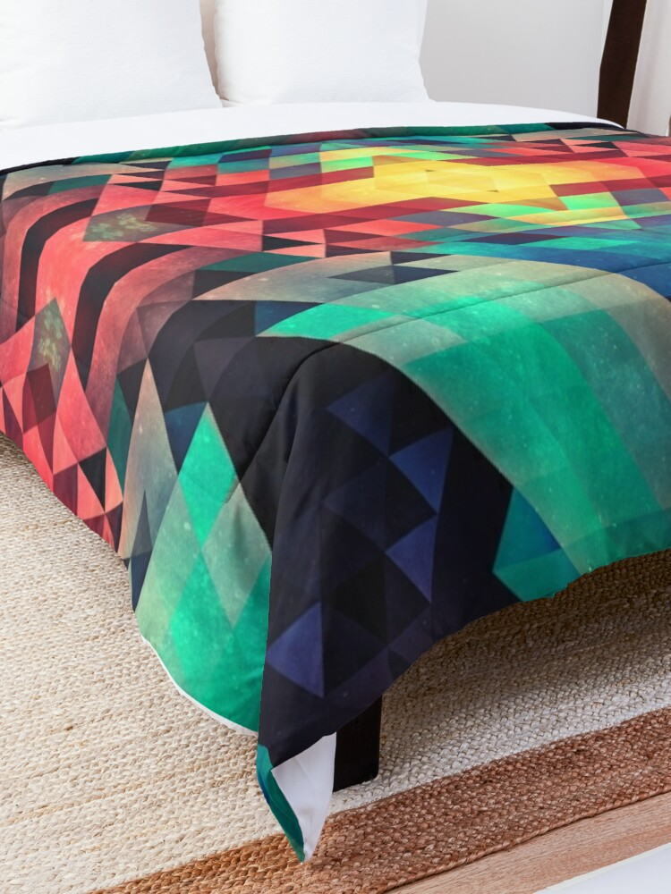 Alternate view of whw nyyds yt Comforter