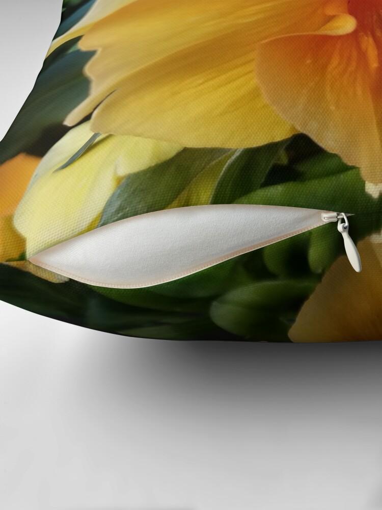 Alternative Ansicht von Blumenglühen Dekokissen