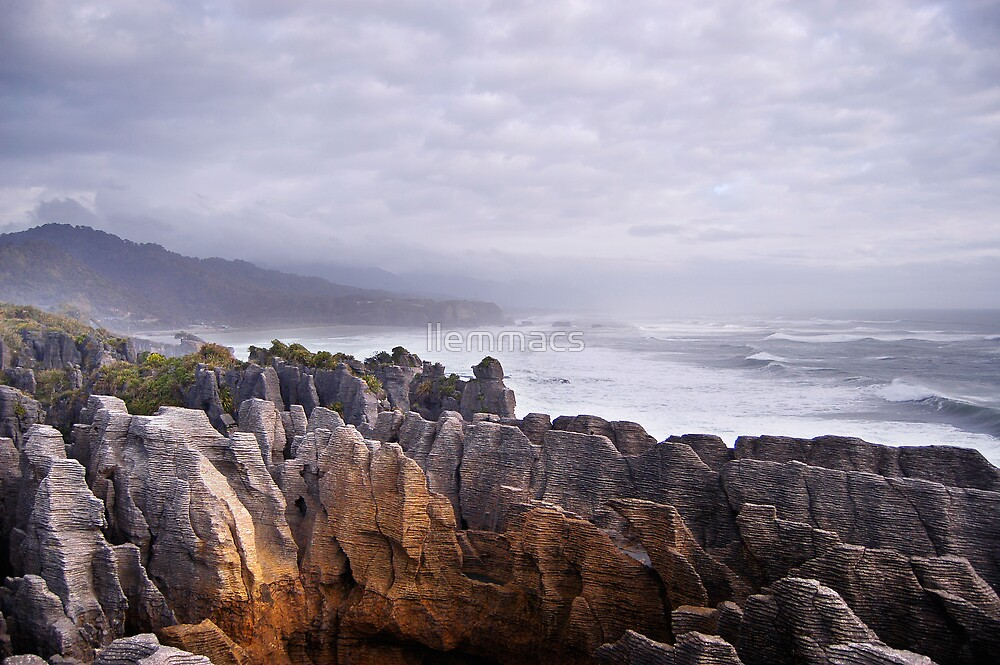 Pancake Rocks by llemmacs