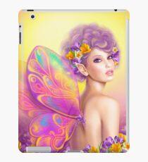 Feenhafter Schmetterling des schönen Mädchens am rosa und purpurroten Blumenhintergrund iPad-Hülle & Klebefolie