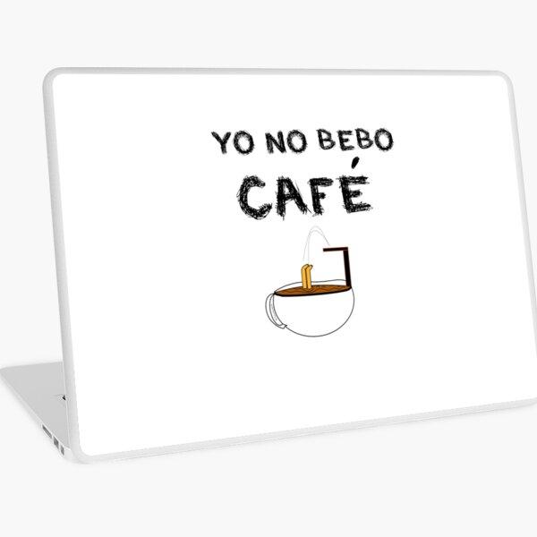 YO NO BEBO CAFÉ ME BAÑO EN ÉL Vinilo para portátil