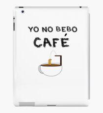 YO NO BEBO CAFÉ ME BAÑO EN ÉL Vinilo o funda para iPad