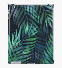 Dunkelgrüne Palmen Blätter Muster iPad-Hülle & Klebefolie