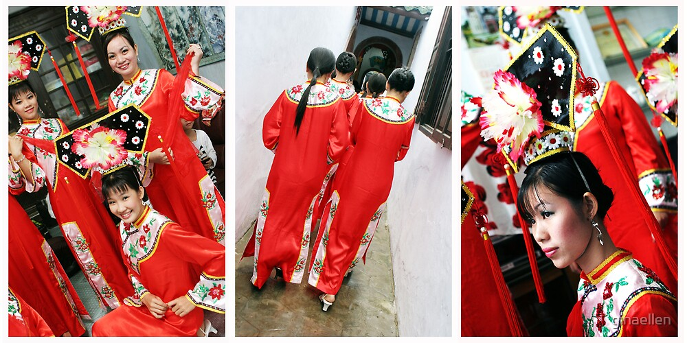 Traditional Vietnamese Dancers by ginaellen