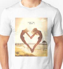 Lovin' the beach Unisex T-Shirt