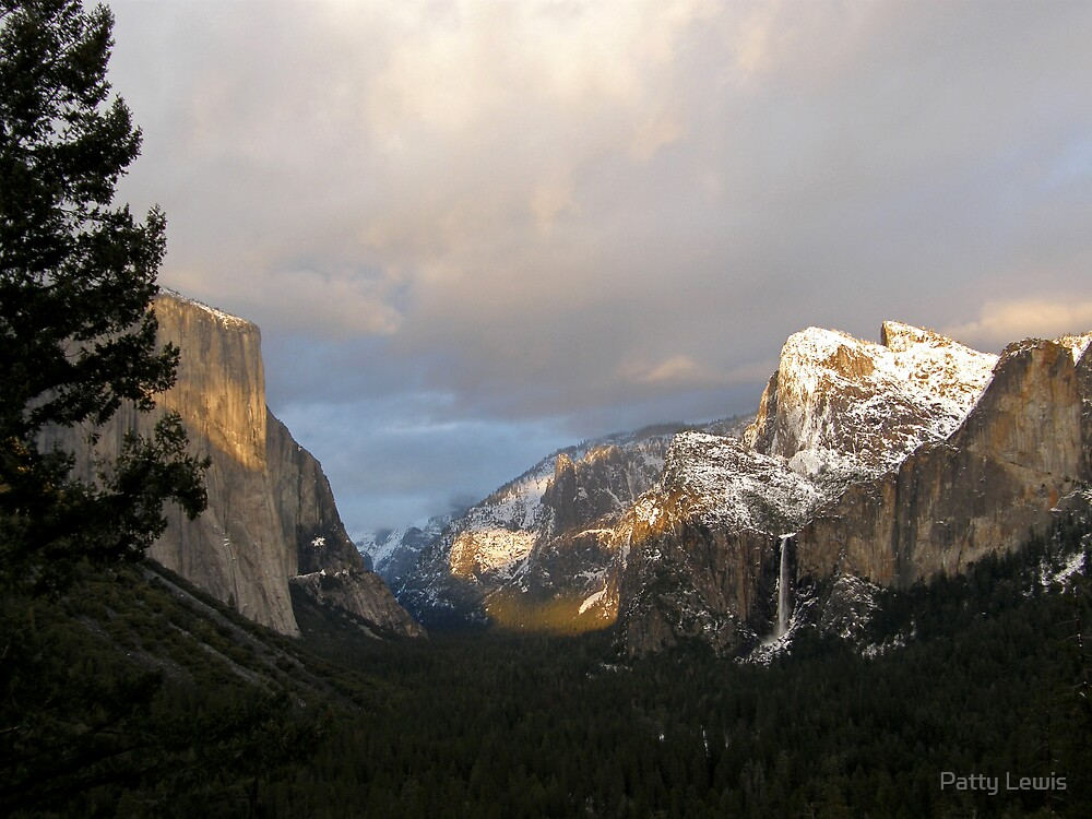 The Sun Begins to Set on Yosemite Valley by Patty Lewis