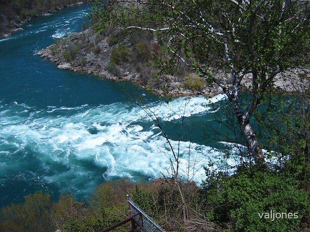 whirlpool close to Niagara falls by valjones