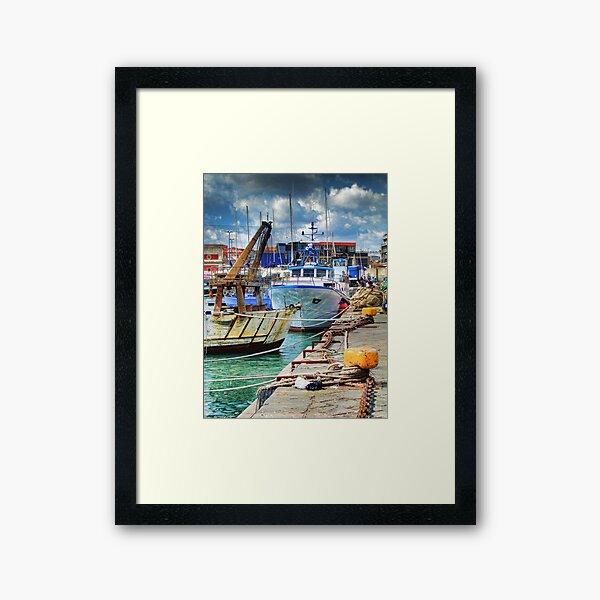 Barche ormeggiate al porto Framed Art Print