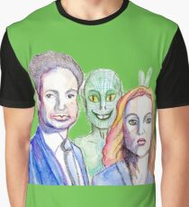 Mulder and Scully are photobombed by a Reptilian Alien Graphic T-Shirt