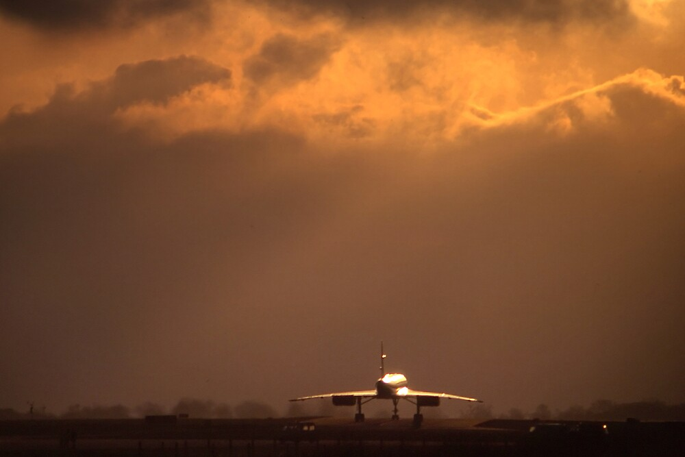 Concorde Taxiing at Luton by Geoff Spivey
