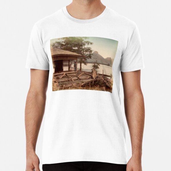 Haruna Lake tea house Premium T-Shirt
