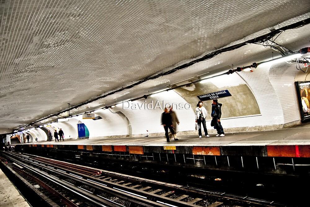 Inside Paris Metro by DavidAlonso