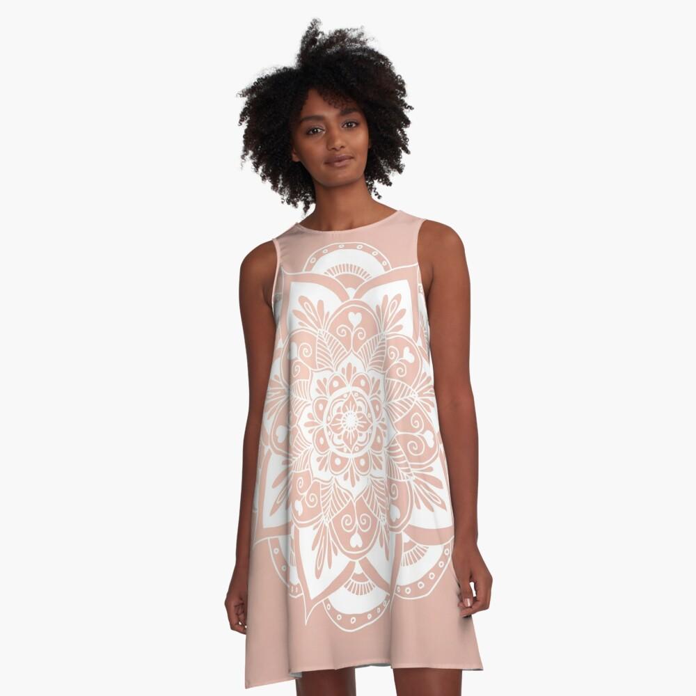 Blumenmandala auf Rosengold A-Linien Kleid