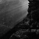 Light amog rocks. by Francisco Larrea