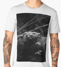 Untitled (Fungi on a log - in monochrome) Men's Premium T-Shirt