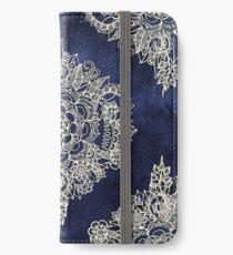 Creme marokkanisches Blumenmuster auf tiefe Indigo-Tinte iPhone Flip-Case/Hülle/Skin