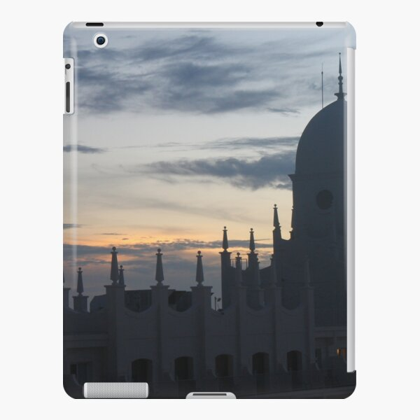 Fairy-tale castle with turrets and spiers adorned by colors of aurora iPad Snap Case