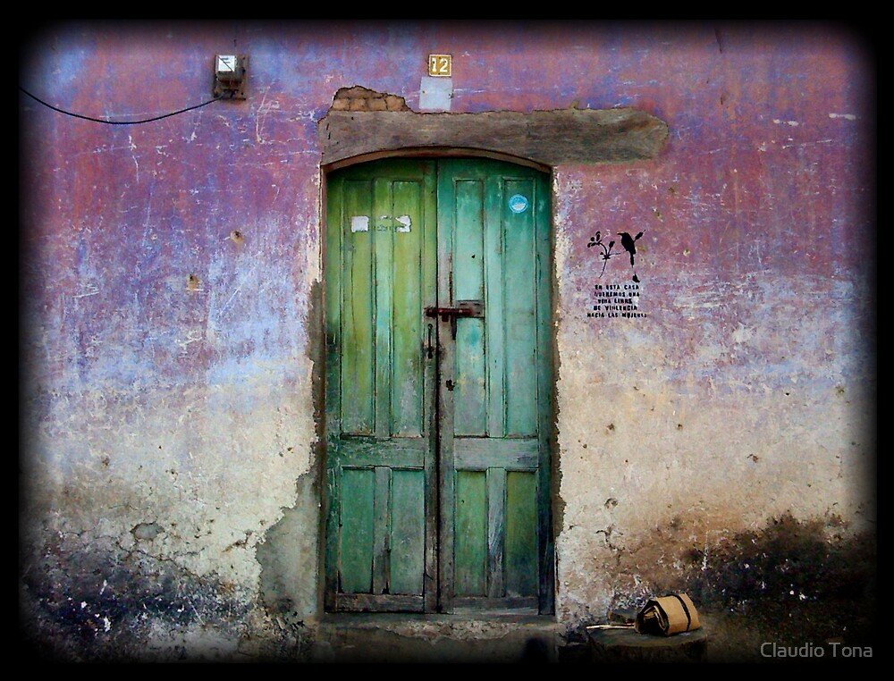 puerta , suchitoto by Claudio Tona