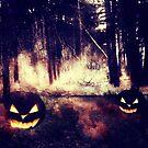 Kürbisse im Nachtwald von AnnArtshock