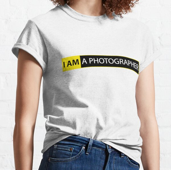 I AM A PHOTOGRAPHER Classic T-Shirt
