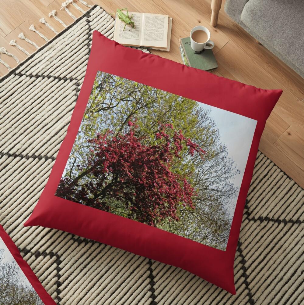 Baum mit roten Blüten Bodenkissen